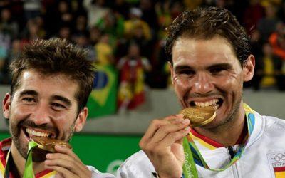 ¿Cómo surgió la tradición de morder las medallas deportivas?